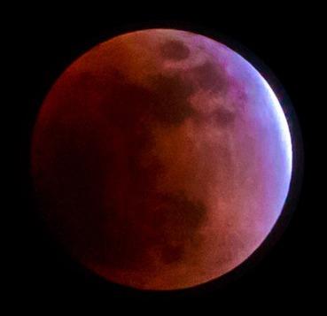 恋が叶うと噂のストロベリームーンっていつ見られる?月が赤い理由も紹介!