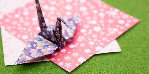 折り紙と折り鶴