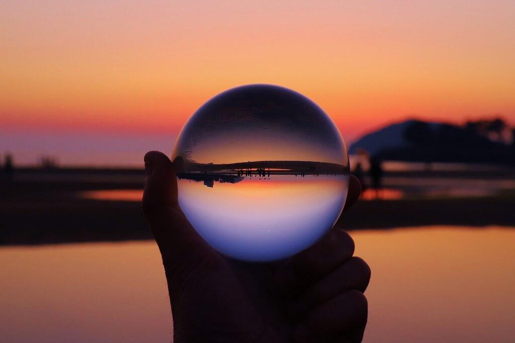 夕焼けと水晶玉