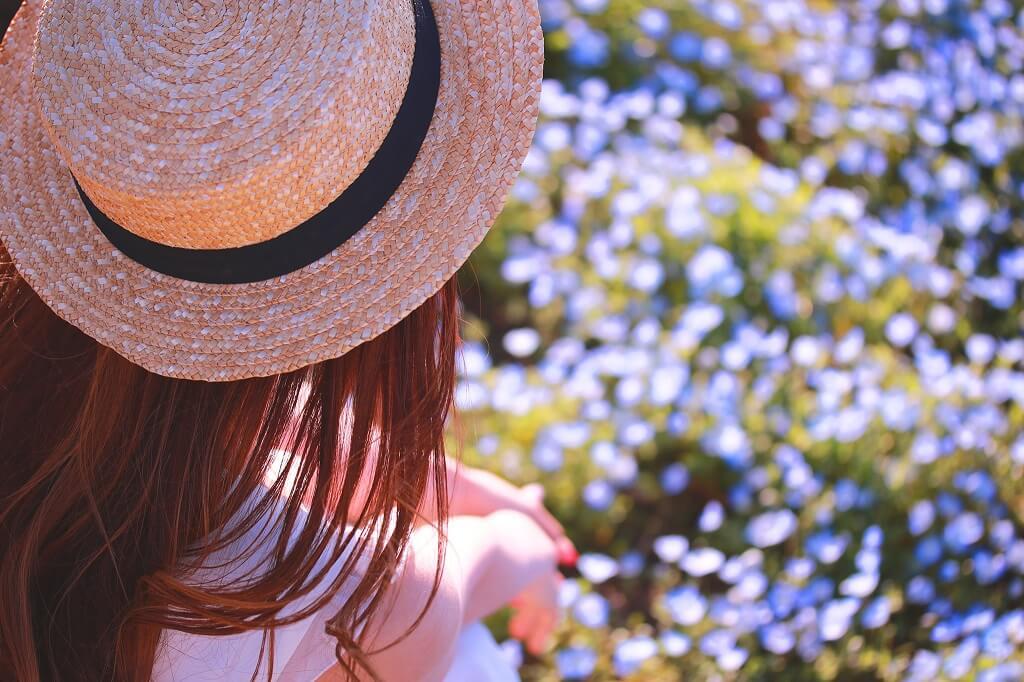 花畑と女性