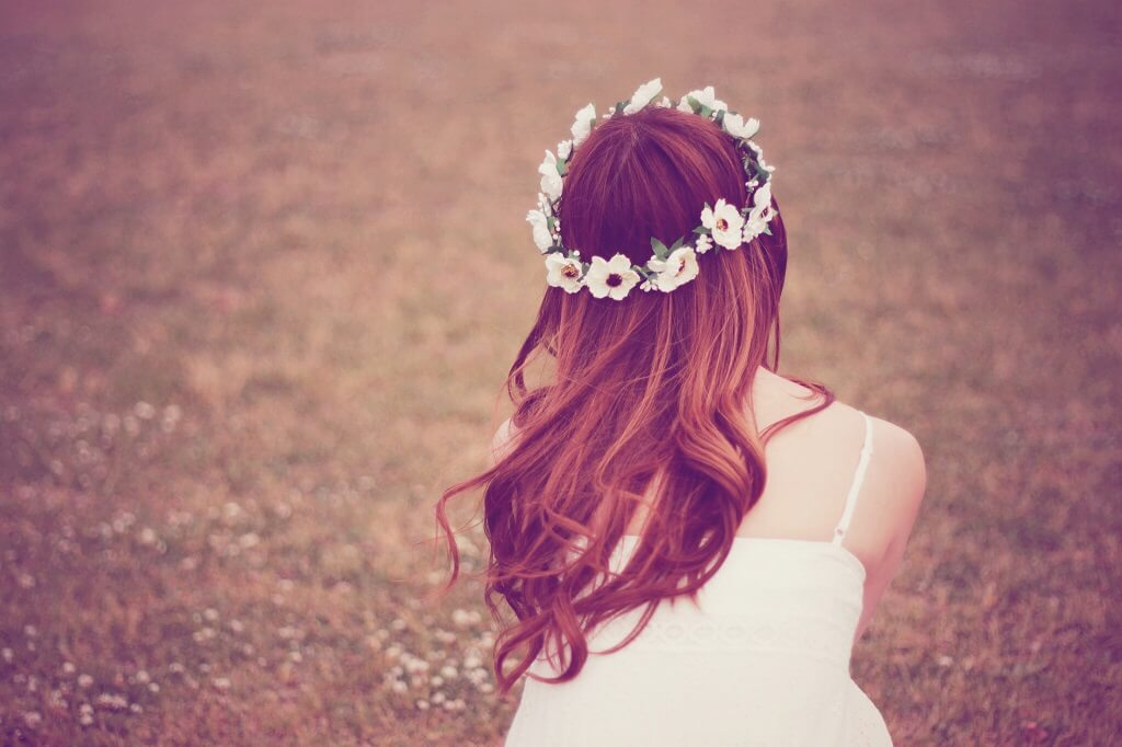 花冠の女性